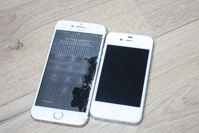 Apple Lot of 2 iPhones - iPhone 4S en 6S - Behoefte aan onderhoud