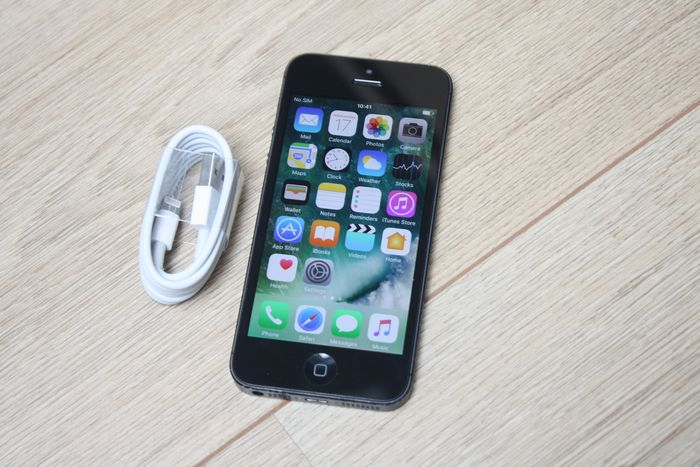 Apple iPhone 5 (Black & Slate, 32GB) - model A1429 - with lightning cable