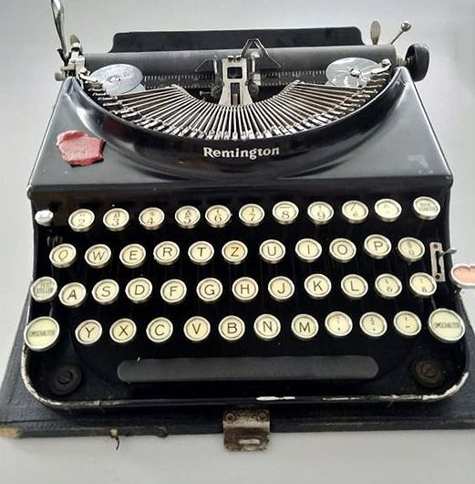 Remington 3 - typewriter with outer cover, ca.1930 - Steel