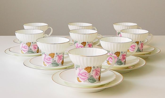 """Lomonosov Imperial Porcelain Factory - Wave theeservies """"May Roses"""" voor 9 personen (27) - Goud, Bot porselein"""