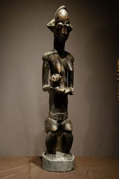 Seated Maternity - Wood - Provenance Woolley and Wallis - Baoulé - Ivory Coast