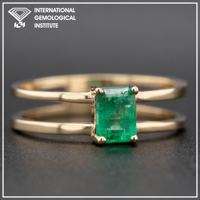 14 kt. Yellow gold, 2.25g - Ring - 0.60 ct Emerald - No Reserve Price