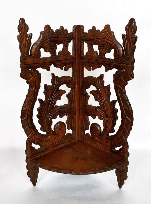 A console in beautiful wood carvings - Wood