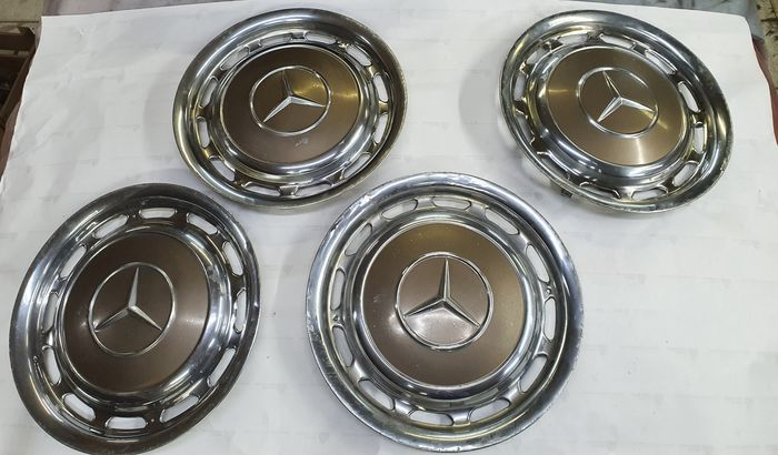 .- - Mercedes Benz hub caps - Mercedes-Benz - 1960-1970