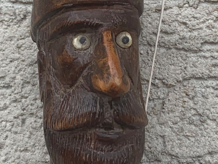 Monoxyle wooden cane with carved decoration of a man's head - Wood - ca . 1900
