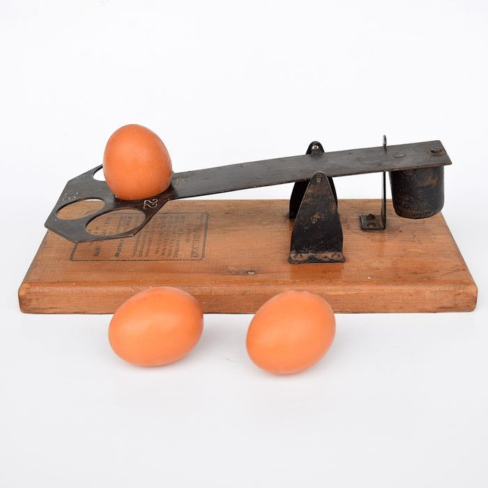 "Hiram L. Piper  ""The Standard Egg Scale "" - Hout /Staal"