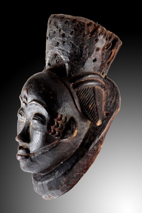 "Rare form of a night mask - Wood, remains of hair - ""Ikwara"" - Punu - Gabon"