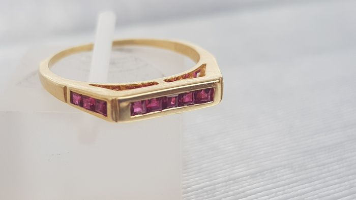 Vintage (1970's) Channel Set 9 Ruby Ring - Lovely colours. - 18 carati Oro giallo - Anello - 1.00 ct Rubino