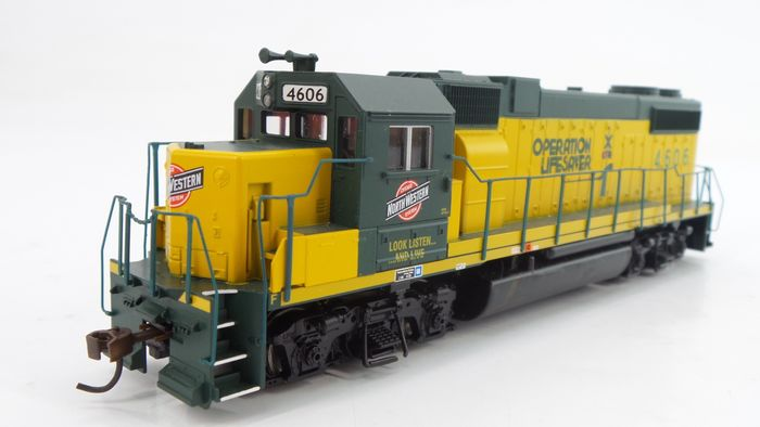 Athearn H0 - 8003 - Diesel locomotive - GP 38-2 'Operation Lifesafer' - Cicago System & Nortern Western
