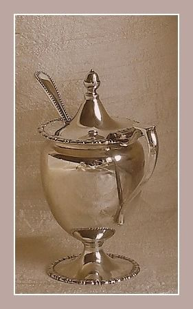 George V mustard pot w/ Victorian spoon - .925 silver - George Howson of Harrison Brothers / John Round & Son Ltd. - U.K. - 1919 / 1899
