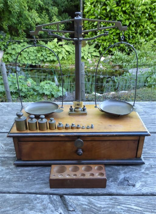 Pharmacist scale with block weights - Walnut Wood - Brass Copper - Early 20th century