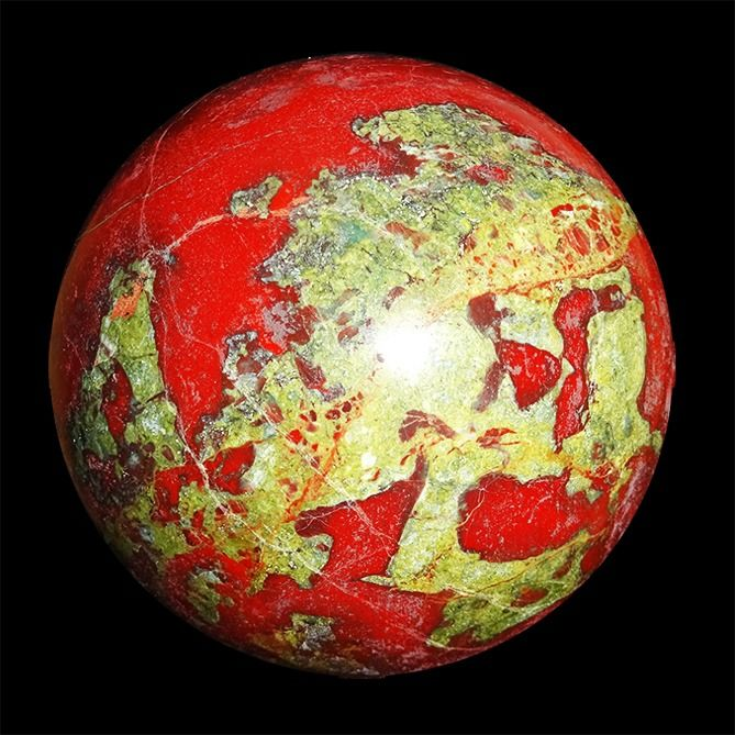 Carved and Polished Sphere in Jasper - 90×90×90 mm - 1024 g