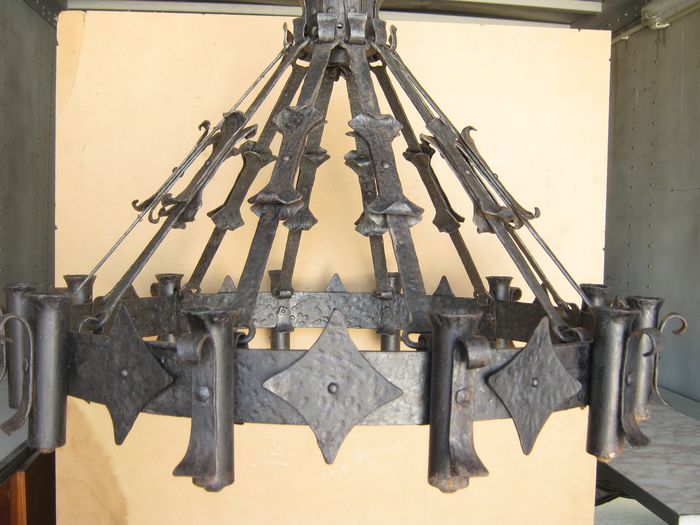 12 candle chandelier - Iron (cast/wrought)