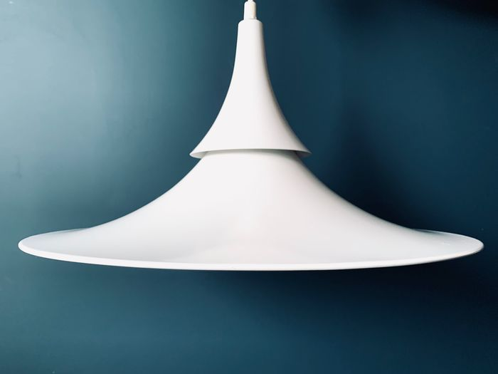Hamalux - Fluted White Hanging Lamp