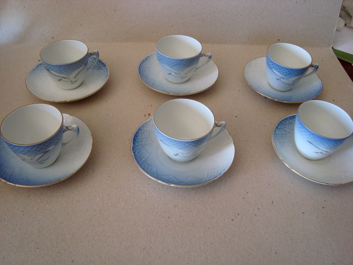 Fanny Garde - Bing & Grøndahl - cups and saucers (12) - Porcelain
