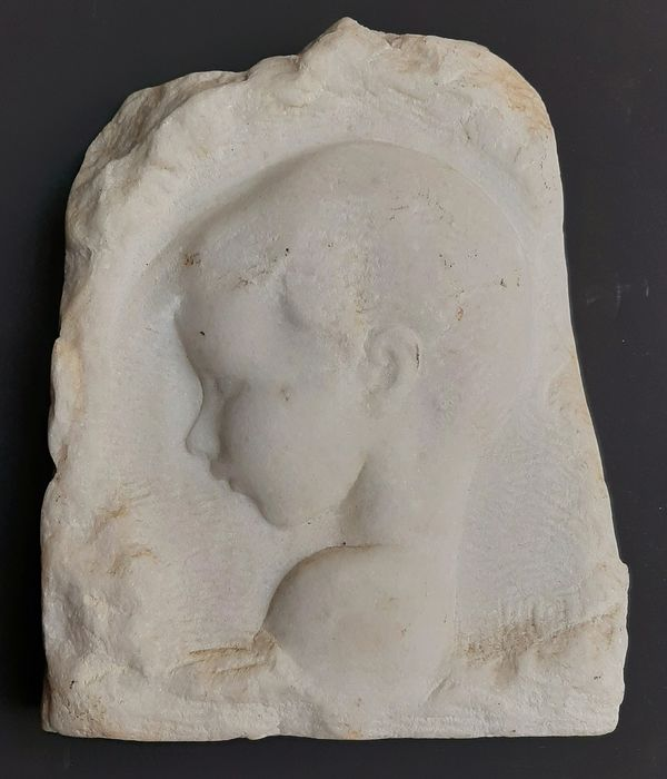 Amadeo Gennarelli (1881-1941) - Relief, portrait boy (1) - Marble - Early 20th century