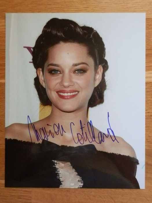 "Marion Cotillard - Foto, Handtekening, Signed in person, Promotiontour ""Assassin's Creed"" in Berlin 2016."