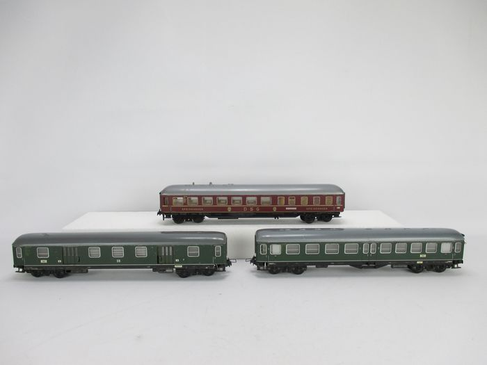 Trix Express H0 - 3382/3384/3387 - Passenger carriage - 3 metal passenger carriages from the 1950s-1960s - DB