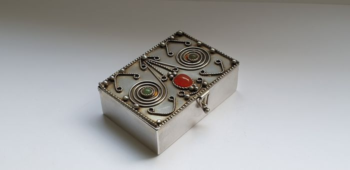 Decorated Box with Green Jasper and Carnelian stones, silver inlay - .925 silver - Israel - Early 20th century