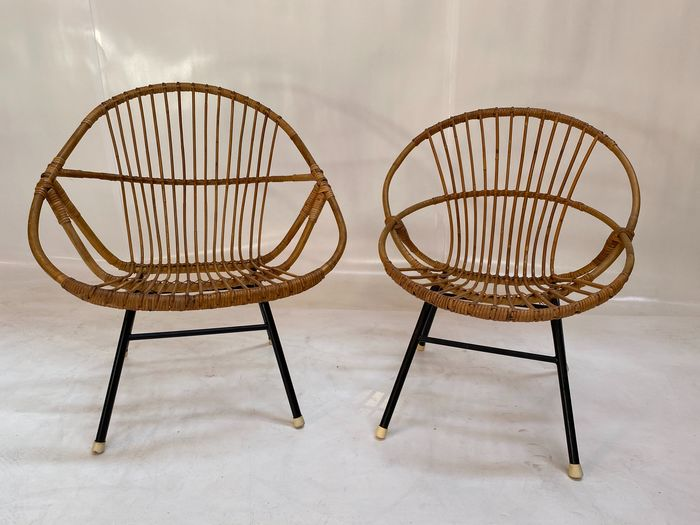 Two rattan tubs with a black metal frame