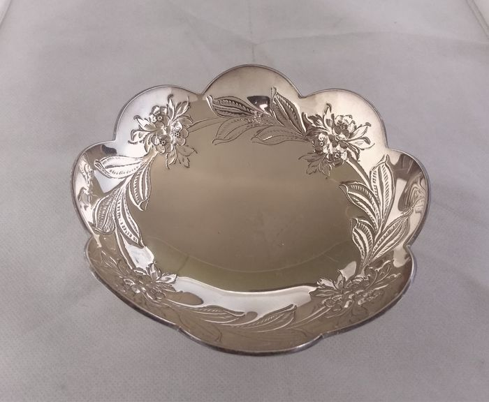 Centerpiece - .800 silver, hand chased - Italy - Mid 20th century