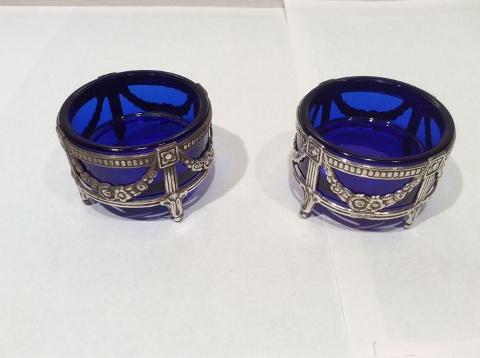 Sterling silver salt and pepper shakers with blue liners (2) - .925 silver - Netherlands - Mid 20th century