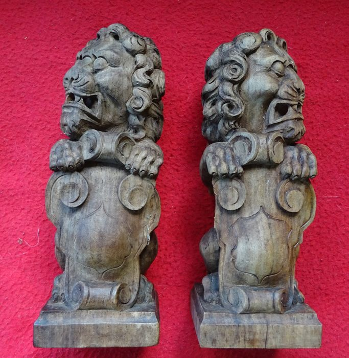 Pair of Lions (2) - Wood- Walnut