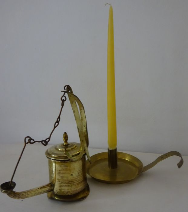 Oil lamp snot nose with hook and sconce (2) - Brass - 18th century