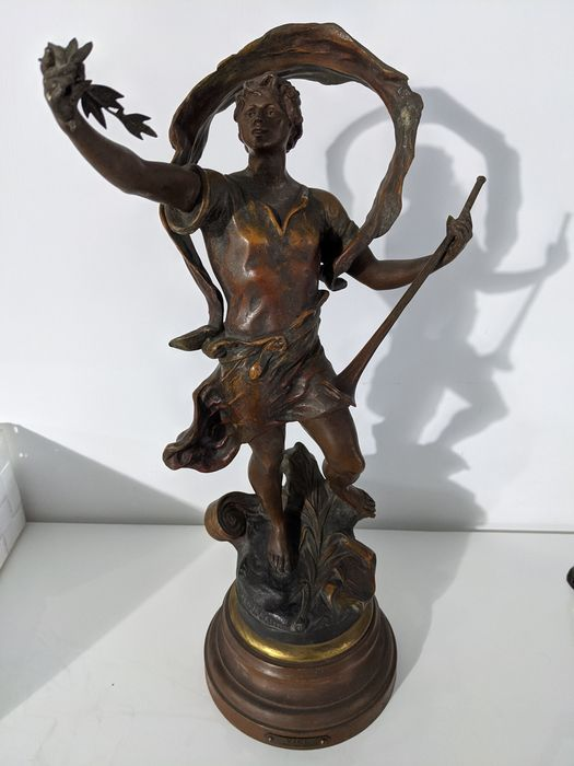 "Geo Maxim (ca. 1885-1940) - Sculpture, ""Vici"" - 46 cm - Spelter - Early 20th century"