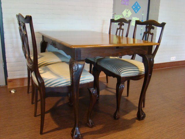 Chippendale style: table and four dining chairs (5)