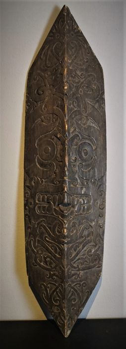 Dance shield - Wood - Dayak - Kalimantan, Indonesia