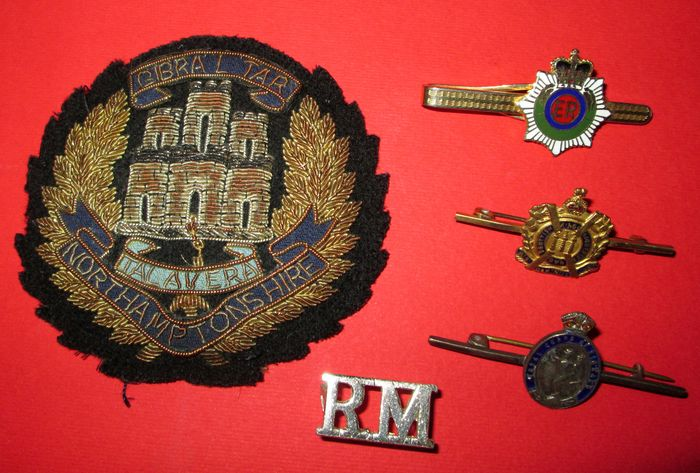 United Kingdom - Regiments and different weapons - 5-piece tie pin badges