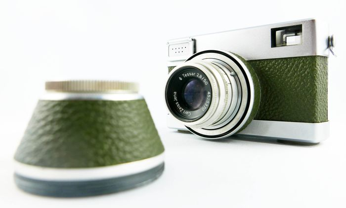 Werra Olive 2 with Carl Zeiss Jena Tessar 2,8/50 Lens rare model with the  quality mark