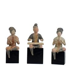 Mingqi (5) - Terre cuite - A Set of Five Painted Pottery Figures of Female and Male Musicians.  TL test - Chine - Dynastie Tang (618–907)