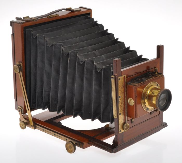 Nice English folding field camera c.12x16cm with unmarked F:8 lens on Thornton-Pickard shutter, c.1920 exc++