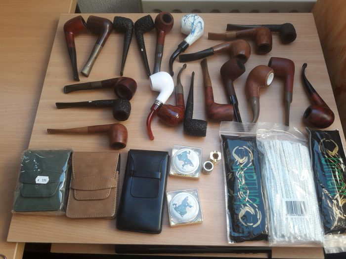 spitfire amphora etc - Pipe - Group of 30