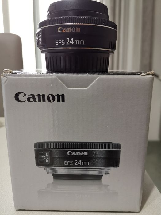 Canon EF-S 24mm f/2.8 STM with original box, documents + Canon® caps