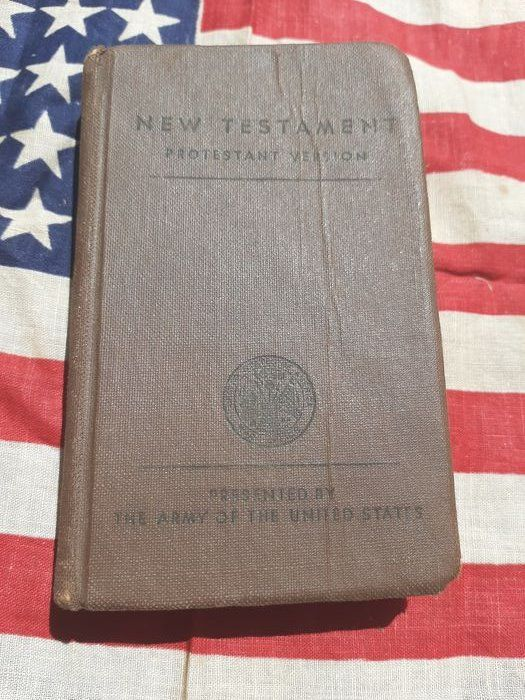 United States of America - Rare WW2 US Army New Testament Pocket Bible - Infantry - Normandy - WITH NAME! - 1942