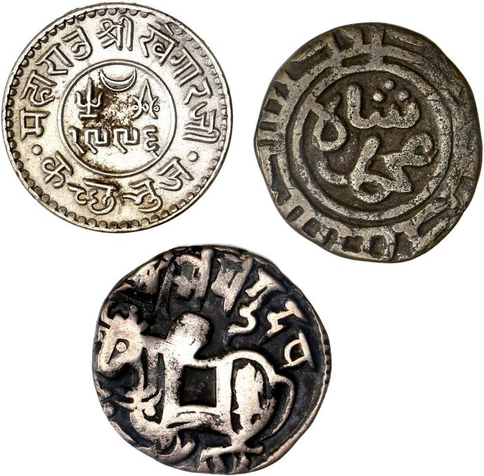 India, Islamic Dynasties - Lot comprising 3 coins, incl.: India Sultanate, 2 Ghani, Delhi Ala al-Din Mohamed (1296-1316)