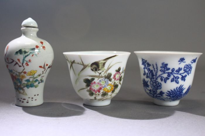 botella y tazas de rapé - Porcelana - marked but from later period - China - Finales del siglo XX