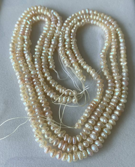 White with some light pinkish Pearls strand 3 - 157.29 ct