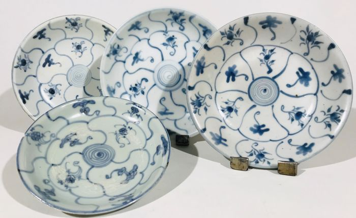 Plates (4) - Blue and white, Chinese export - Porcelain - 4 Tek Sing plates, 1822 - China - Qing Dynasty (1644-1911)