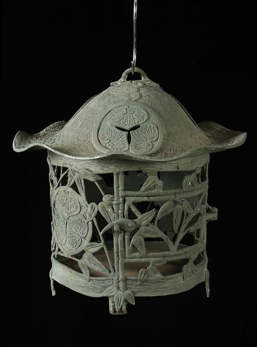 Lantern (1) - Bronze - Very fine hanging lamp with Tokugawa clan mon - Japan - 19th century