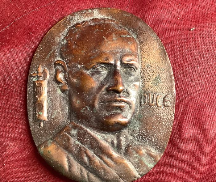 Italy - plaque of the leader