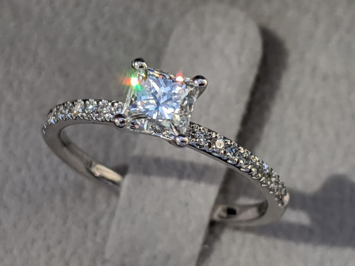 GIA Princess Cut Solitaire Engagement Ring - 14 kt. White gold - Ring - 0.71 ct Diamond - Diamonds