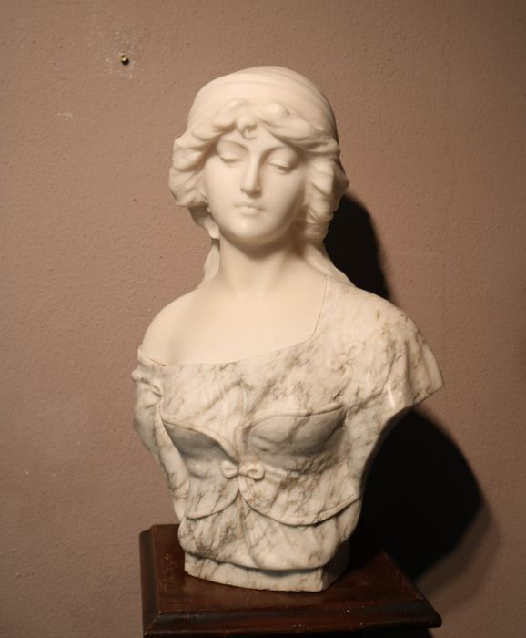 Studio Pugi - Bust, young woman - 44 cm - Alabaster, Marble