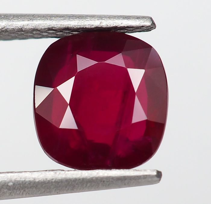 "Sin Reserva - ""Pigeon Blood"" Red Ruby - 2.03 ct"