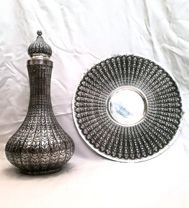 Bottle, Dish, Museum bottle with plate richly worked (2) - .900 silver - Turkey - Early 20th century