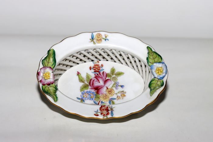 Herend - Small trellis basket decorated with flowers - Porcelain