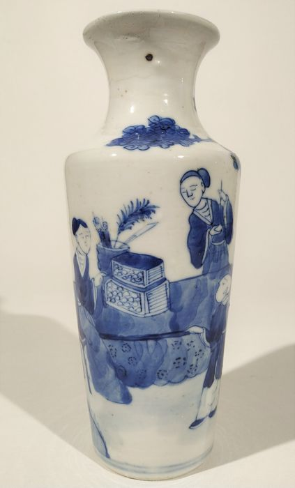 Stand, Vase - Blue and white - Porcelain, Wood - Small blue and white vase, Kangxi period. - China - Late 19th century